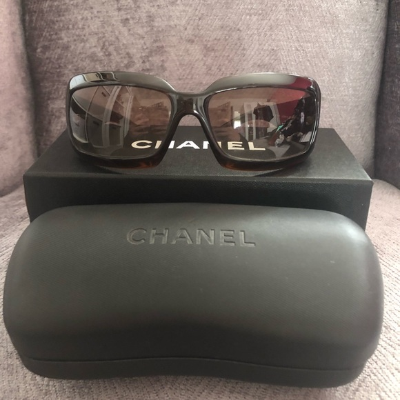 00dfd3c4a9e4 CHANEL Brown Sunglasses Model 5076-H